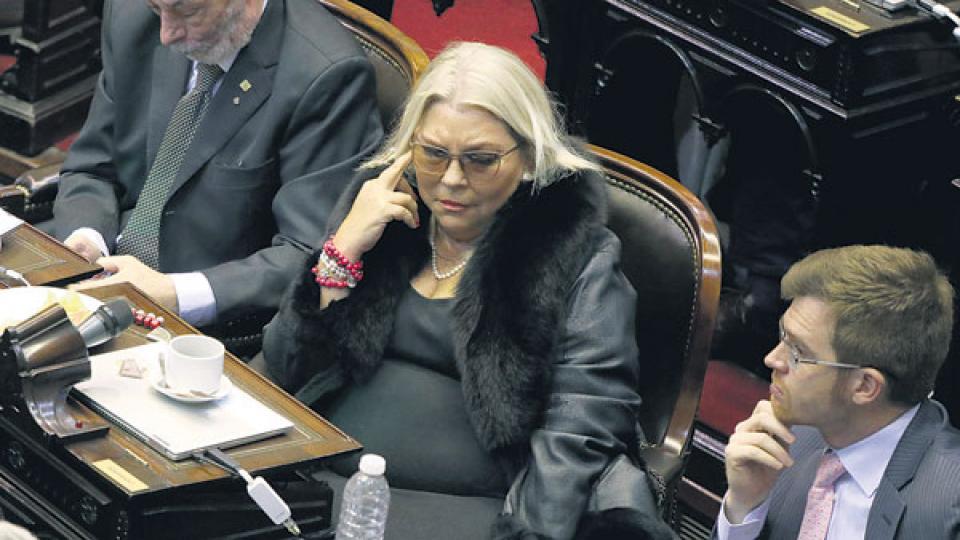 Elisa Carrió apareció en el recinto poco antes de la votación.