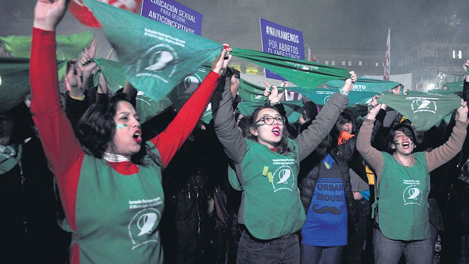 Plaza del Congreso, ayer: la marea verde está dispuesta a seguir en la calle, dando la batalla por la despenalización del aborto.