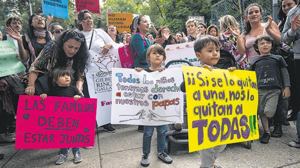 Protesta de niños migrantes en el Senado de EE.UU.
