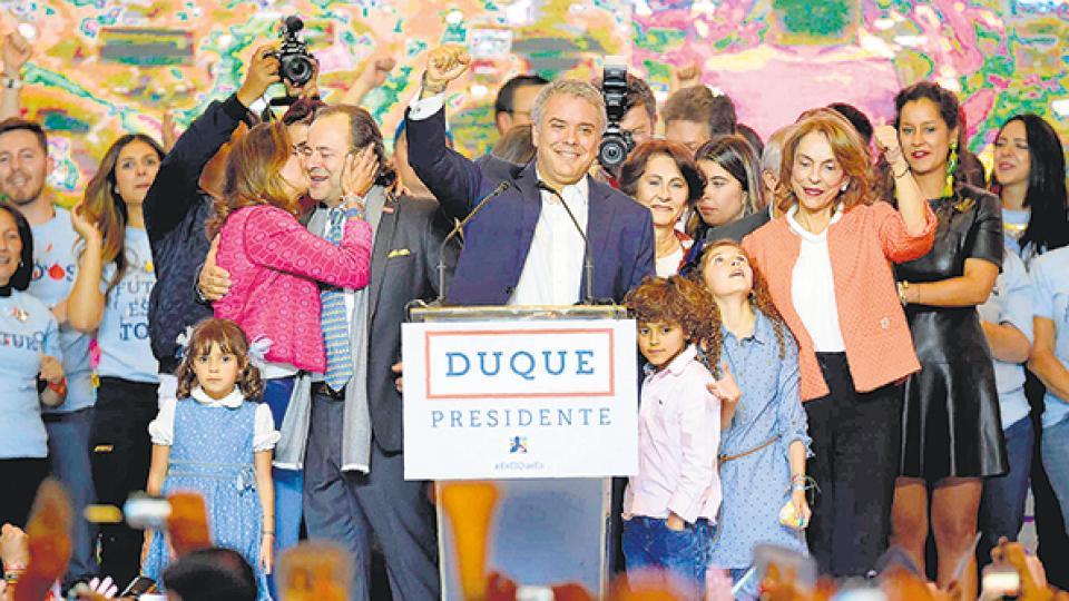 Iván Duque, delfín de Uribe, se impuso en Colombia La derecha que apuesta a la guerra ganó el ballottage