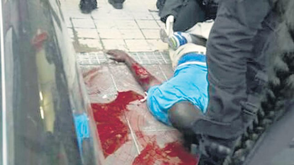 Serigne Dame Kane fue atendido en el hospital y luego trasladado a la comisaría.