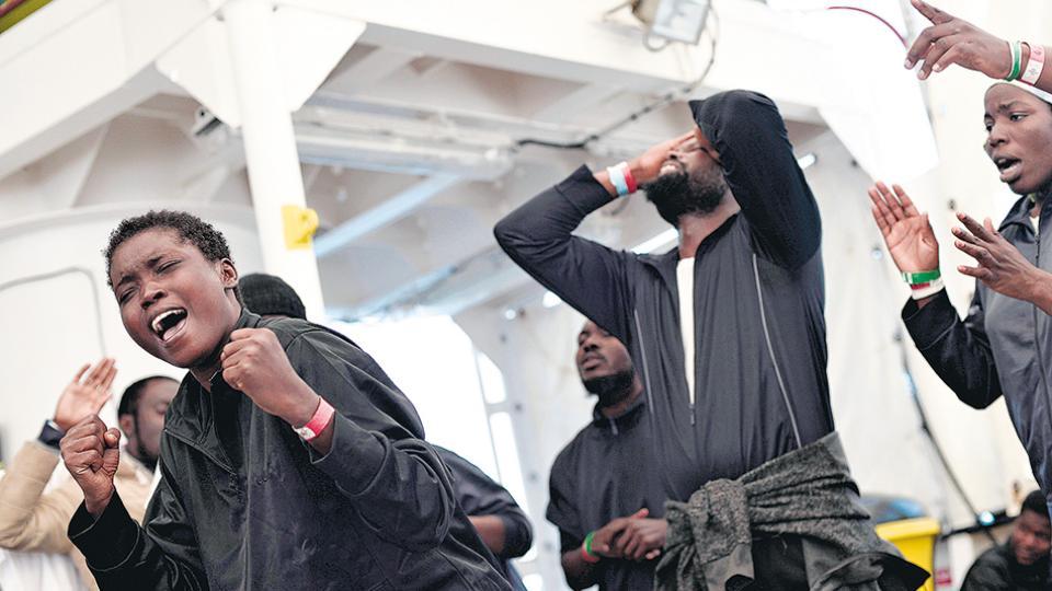 """Los 630 migrantes del """"Aquarius"""" permanecen en España Rescatados y en tierra firme"""