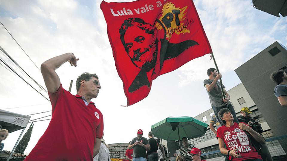 El juez Fachin dejó sin efecto una audiencia clave Una maniobra contra Lula