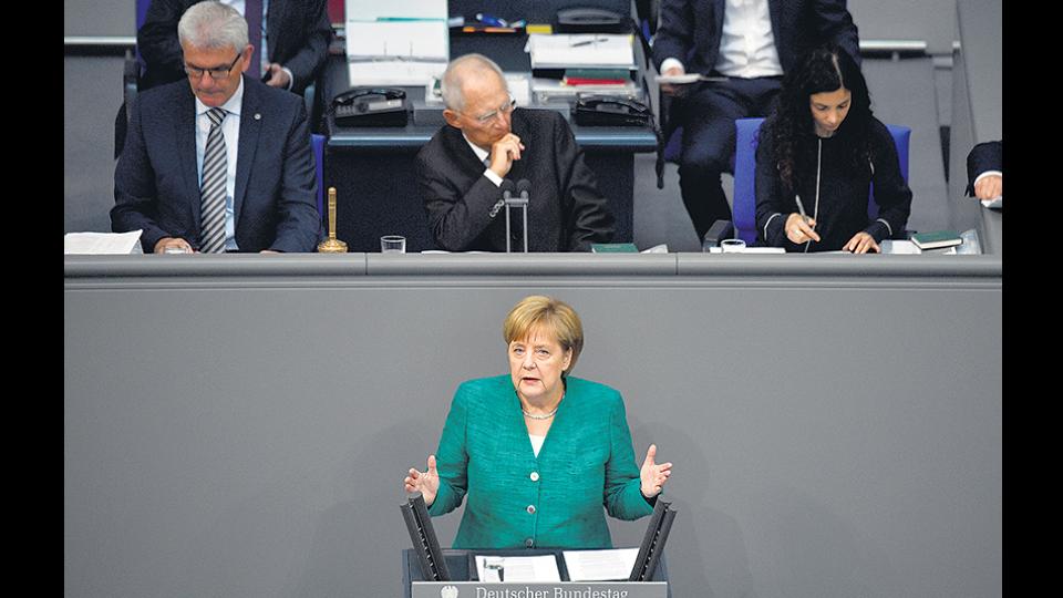 Antes de ir a la cumbre, Merkel fijó posición en el Bundestag de Berlín.