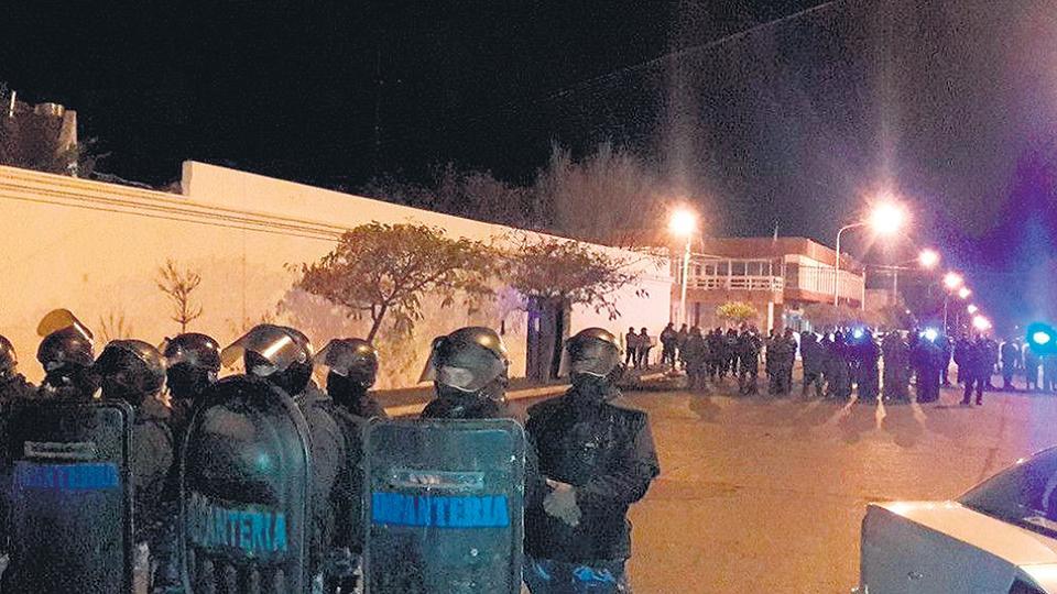 Los docentes responsabilizaron por la represión al gobierno de Mariano Arcioni.