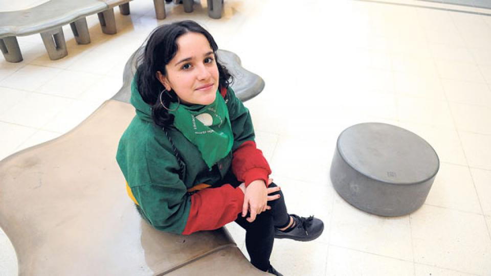 Ofelia Fernández encabezó la primera toma de un colegio, el Pellegrini, contra la violencia machista.
