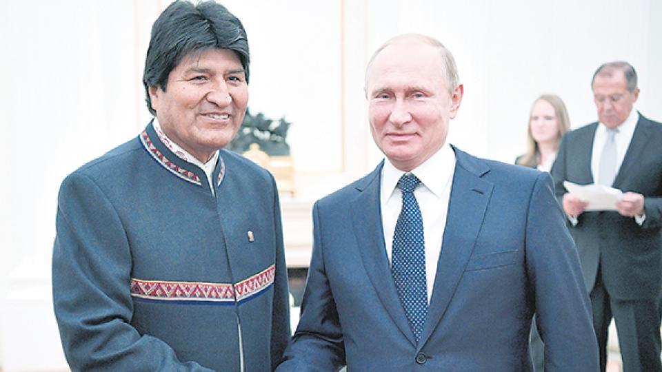 Putin recibió a Morales en el Kremlin; el mandatario de Bolivia estará hoy en la inauguración del Mundial.