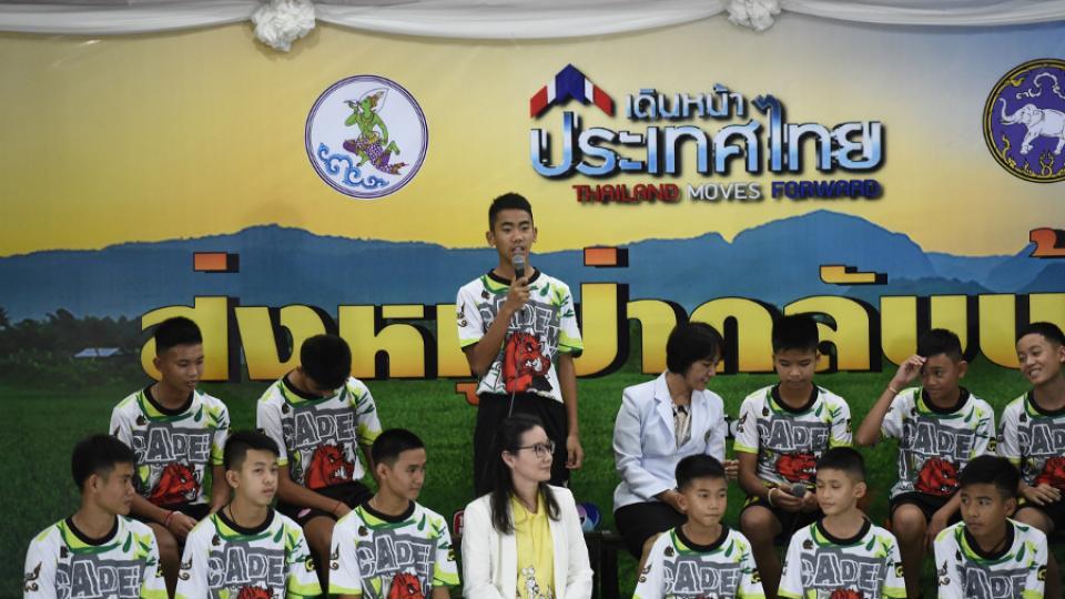 """La conferencia de prensa de los niños tailandeses rescatados """"Intentamos cavar"""""""