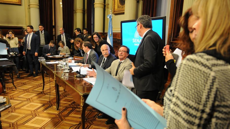 En la reunión inaugural, las tres comisiones en pleno para definir los detalles del debate.