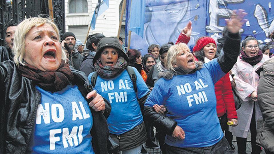 Movimientos sociales, gremios y dirigentes de la oposición expresaron su repudio al FMI.