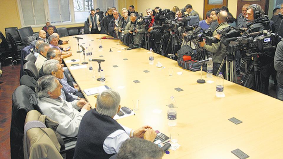 El triunvirato de la CGT eligió una conferencia de prensa para dar a conocer su rechazo al acuerdo con el FMI.