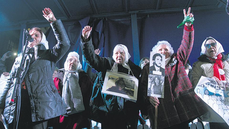 Las Madres de Plaza de Mayo encabezaron el acto y movilización contra el decreto del presidente Macri.