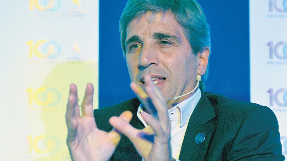 Luis Caputo, titular del BC, impulsa una tasa de interés astronómica para detener la corrida. El billete cerró a 28,67 pesos.