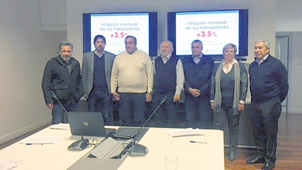 Víctor Santa María, Nicolás Trotta, Héctor Daer, Hugo Yasky, entre otros, en la presentación del informe sobre inflación.