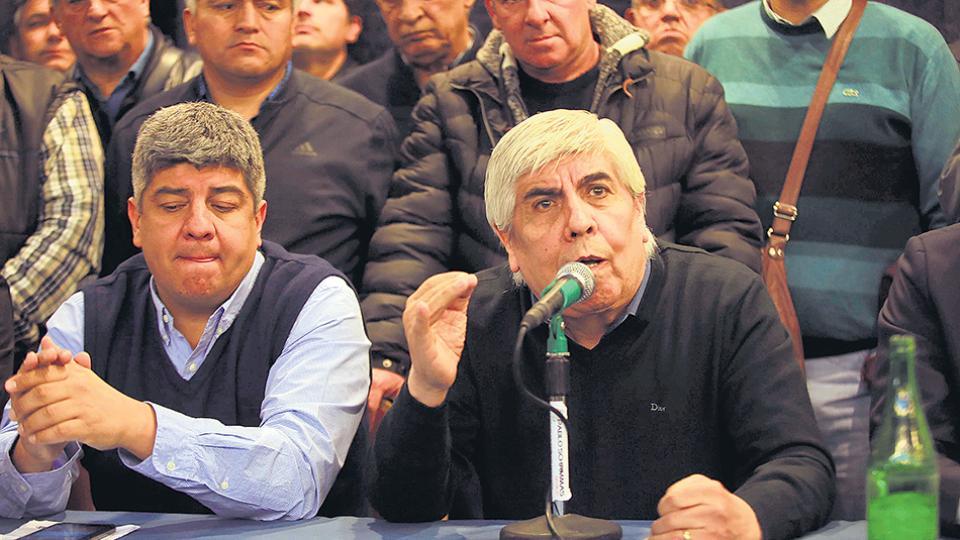 Moyano resiste el pago de la multa: hoy embargaron al sindicato.