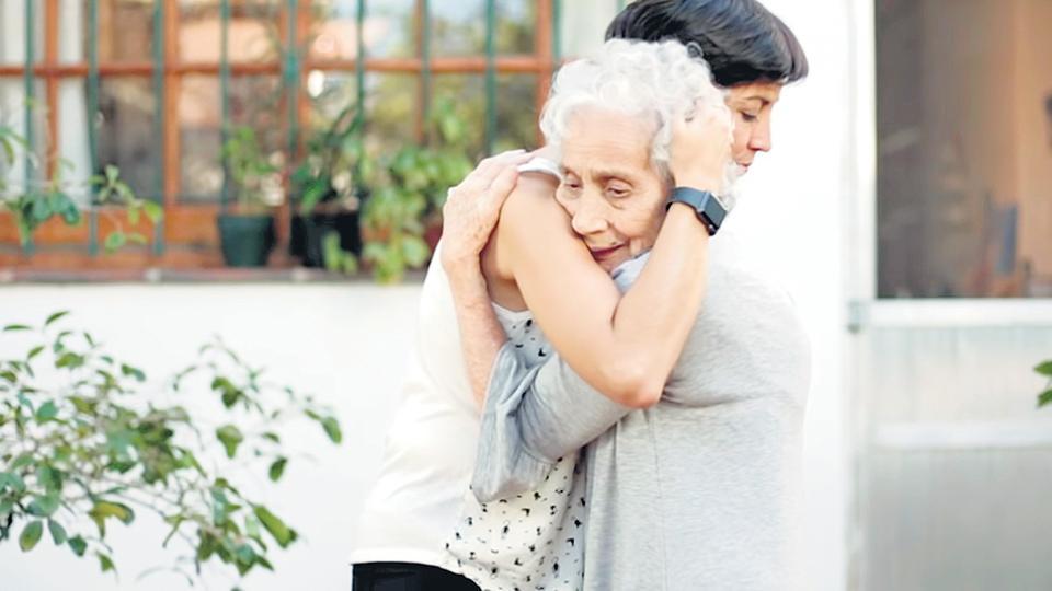 Adriana Garnier Ortolani y su abuela Blanca Díaz de Garnier.