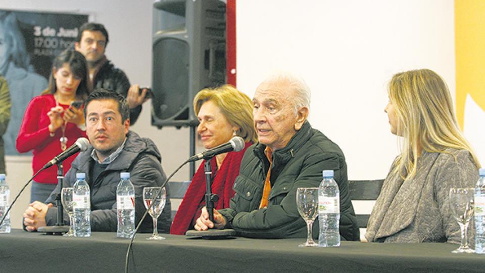 Los dirigentes del PJ Leonardo Nardini, Beatriz Rojkes, Rubén Marín y Cristina Alvarez Rodríguez.