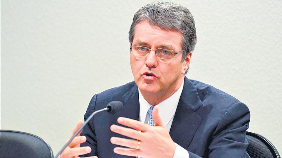 El titular de la OMC, Roberto Azevedo, advirtió por el deterioro de las relaciones comerciales.
