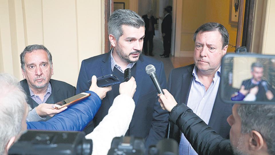 Marcos Peña, jefe de Gabinete, tras la reunión en la que participaron Barañao (ministro) y Camperi (Invap).