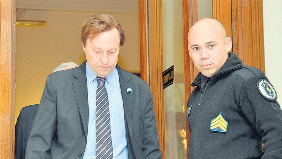 El intendente de Cambiemos en Paraná, Sergio Varisco, se mantiene aferrado al sillón pese al escándalo que se desató por sus vínculos.