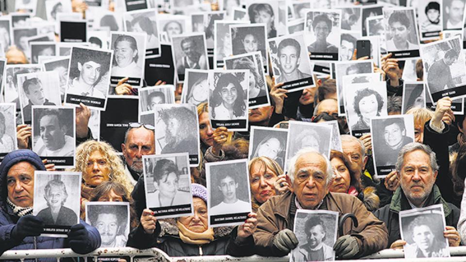El acto oficial por los 24 años del atentado a la AMIA en la calle Pasteur Homenaje y acusaciones políticas