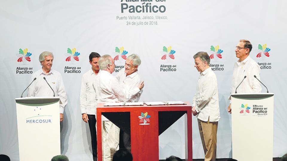 Vázquez, Peña Nieto, Piñera y Santos, entre los participantes de la cumbre.
