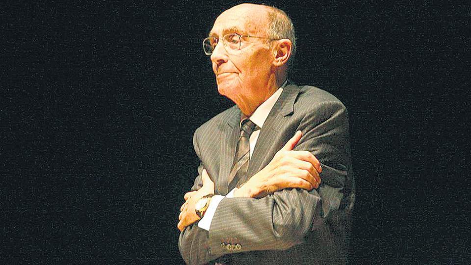 Saramago fue distinguido con el premio máximo de las letras el 8 de octubre de 1998.
