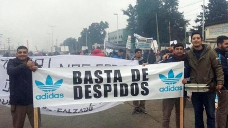 2bf91f7b A pesar de las masivas manifestaciones que realizaron los empleados para  mantener en pie la planta, la empresa brasileña Paquetá, que produce  zapatillas ...