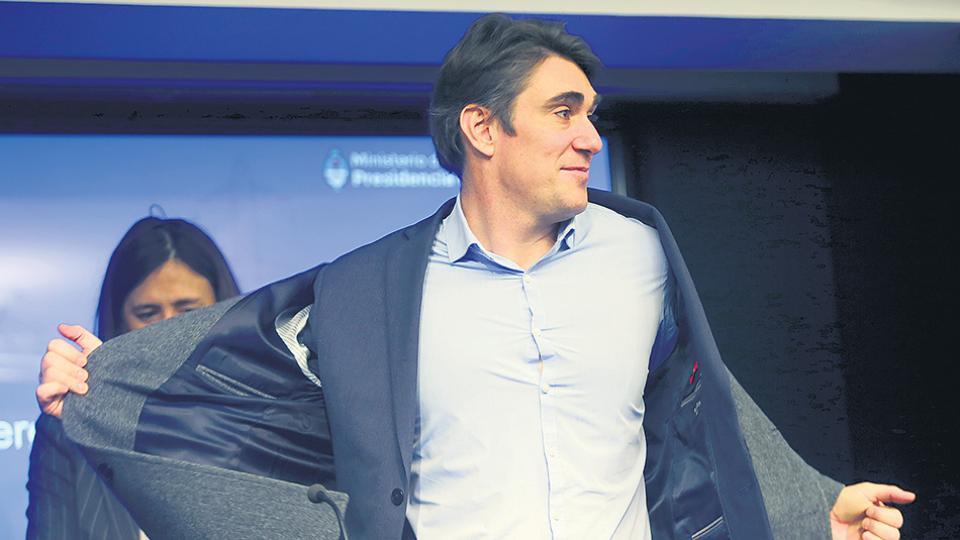 El ministro Javier Iguacel es el encargado de aplicar los tarifazos.