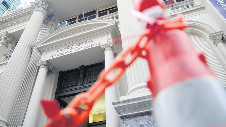 El Banco Central informó que del billón de pesos en Lebac, la mitad está en manos de los bancos.