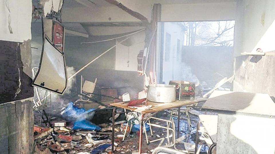 Imagen desoladora del interior de la escuela Nº49 de Moreno, después de la explosión provocada por un escape de gas.