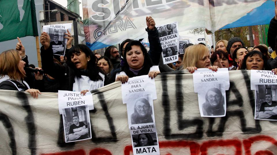 La marcha en Moreno partió de la Plaza San Martín y avanzó por la avenida Bartolomé Mitre hasta el Consejo Escolar.