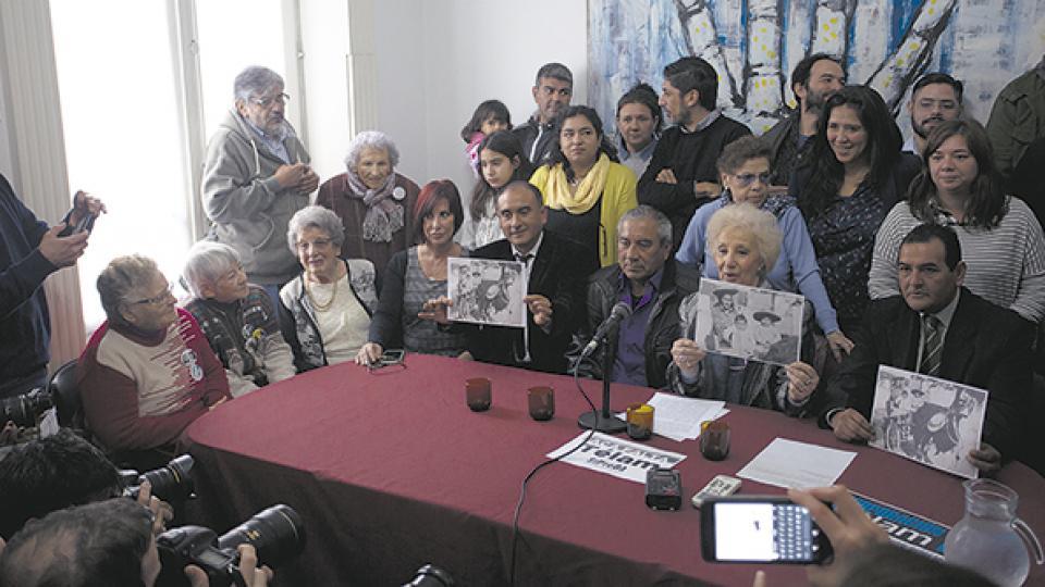 En la conferencia de prensa realizada en Abuelas de Plaza de Mayo estuvieron Ismael y Camilo y su tío Ramón.