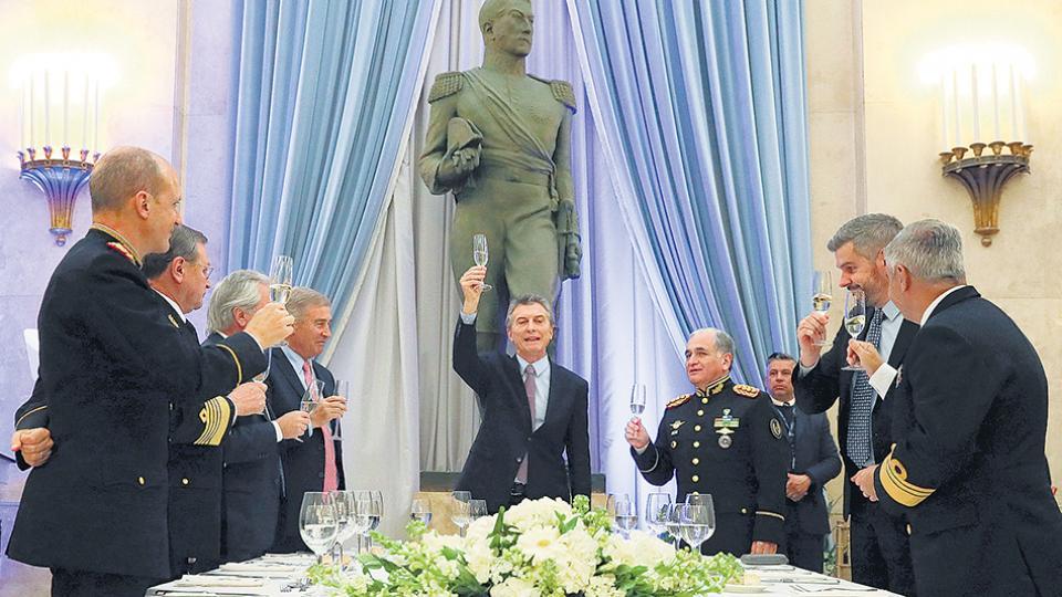 El presidente Mauricio Macri participó anoche de la cena de camaradería de las Fuerzas Armadas.