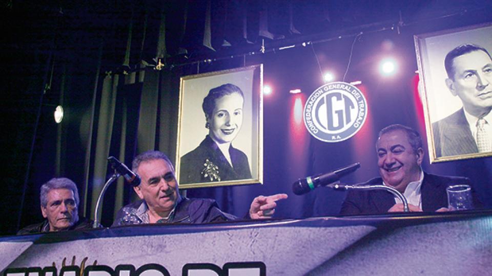Los triunviros Carlos Acuña, Juan Carlos Schmid y Héctor Daer convocaron a un paro sin movilización.