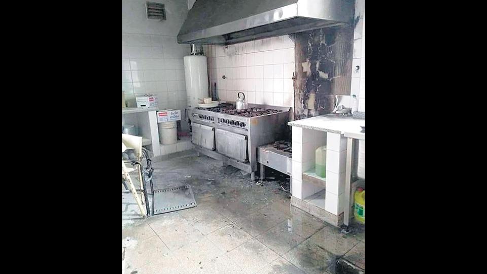 La cocina de la escuela 22, tras la explosión hace un mes.