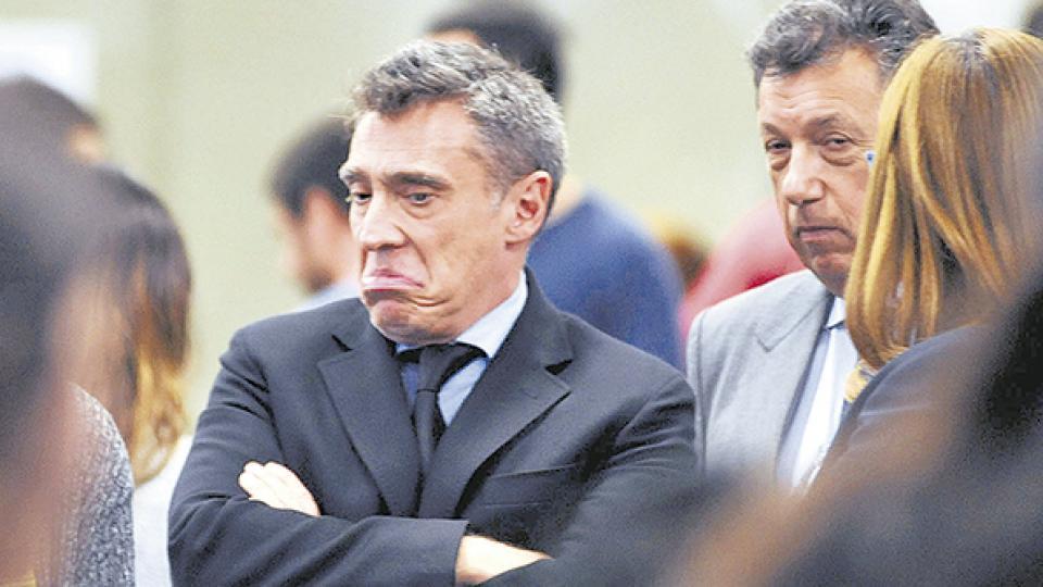 Los camaristas Santiago Corcuera y Alberto Dalla Vía buscan avanzar en la regulación de lo que ocurre en las redes.