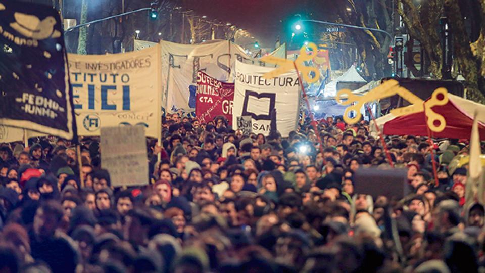 Los organizadores calcularon que hubo más de 300 mil personas en la manifestación que arrancó en el Congreso.