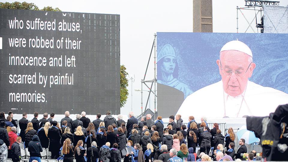 """""""Ninguno de nosotros puede dejar de conmoverse por las historias de menores que han sufrido abusos"""", dijo el Papa."""