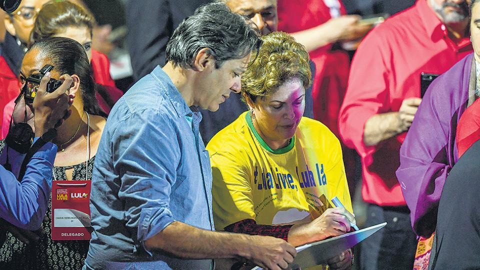 Haddad y Rousseff en el acto del sábado, en el que se anunció formalmente la candidatura de Lula.
