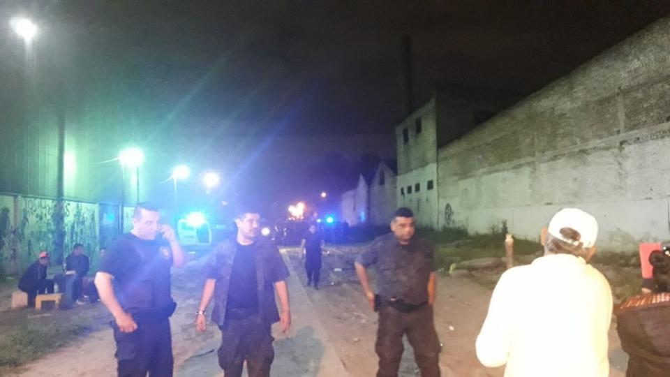 Los policías, a palos, gases y balas de goma, desalojaron a los vecinos del Barrio Pampa