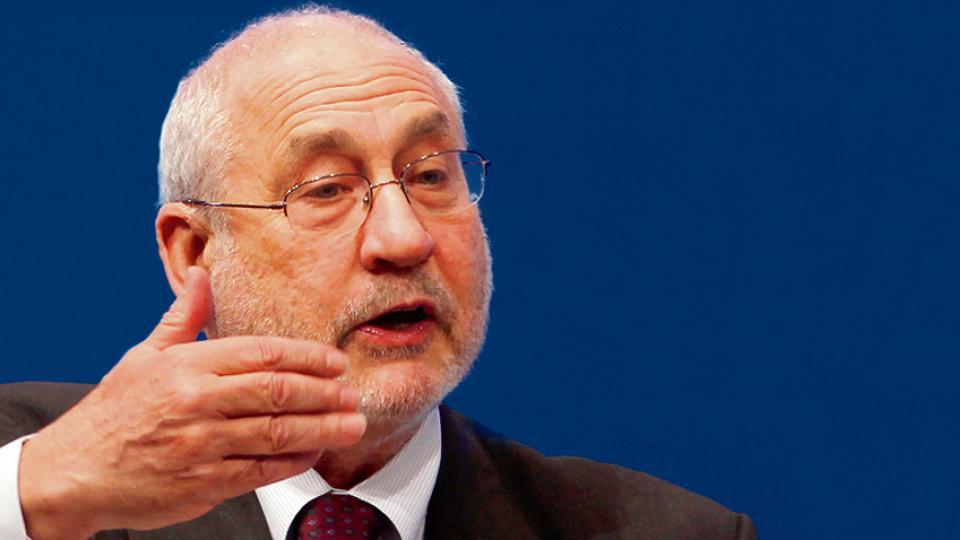 """Joseph Stiglitz. Sin una reestructuración de deuda, """"los costos que se impondrán a través de la austeridad serían demasiado grandes""""."""