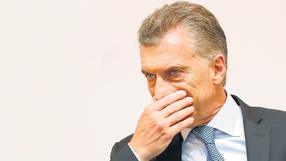 Dujovne brindará una conferencia antes de que abran los mercados.