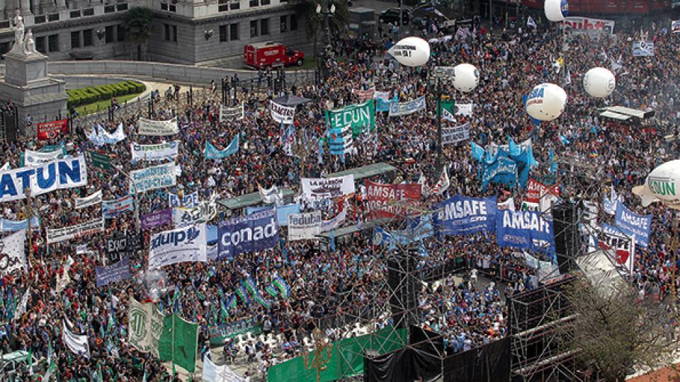 La movilización arrancó del Palacio Sarmiento y fue convocada por los gremios de Ctera, Conadu y por Sadop.