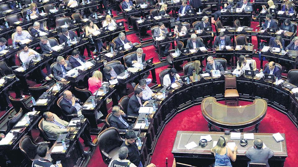 La oposición y algunos diputados oficialistas habían convocado a una sesión especial para hoy.