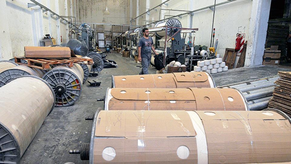 El sector textil registró una fuerte caída en los niveles de elaboración de tejidos y de hilados de algodón.