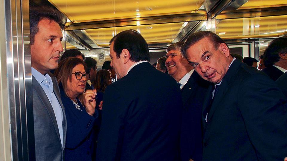 Sergio Massa, Graciela Camaño, el gobernador Zamora y Miguel Pichetto en el ascensor del CFI.