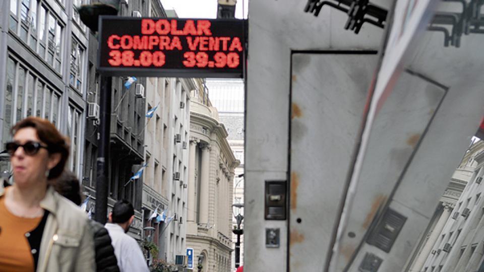 Desde temprano, la cotización del dólar fue en constante aumento hasta finalizar en 40,24 pesos, el nuevo record histórico.