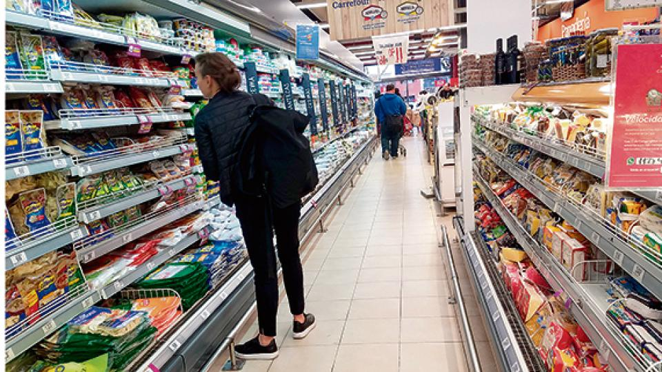Alimentos y bebidas trepó 4 por ciento en el mes y 33,5 por ciento en el acumulado de doce meses.