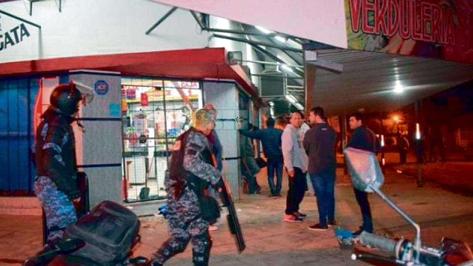 El lunes por la noche, en la localidad chaqueña de Sáenz Peña, hubo intentos de saqueo, tiros, corridas y gritos.